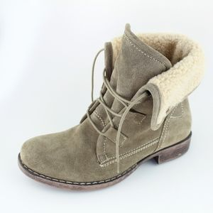 SKECHERS lined lace up boots, Sz 8 (fits 7 to 7.5)